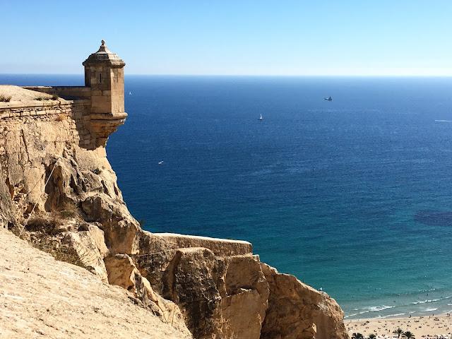 Um Impressionante Castelo Gratuito na Espanha