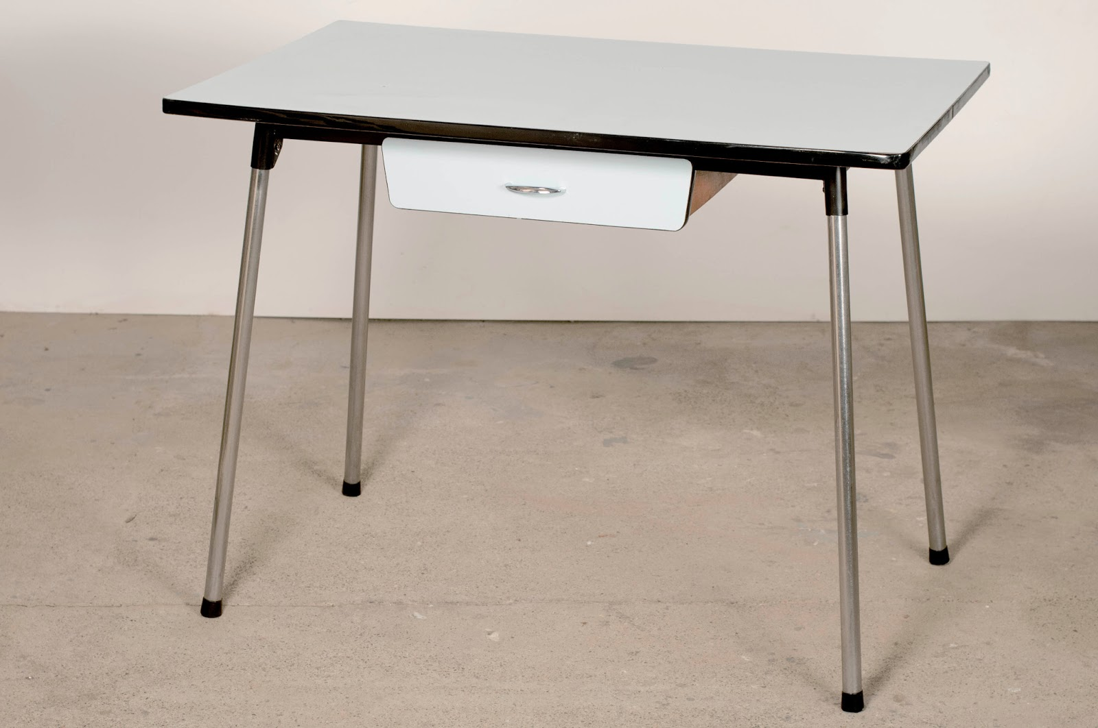 table de cuisine pour petit espace trouvez le meilleur prix sur voir avant d 39 acheter. Black Bedroom Furniture Sets. Home Design Ideas