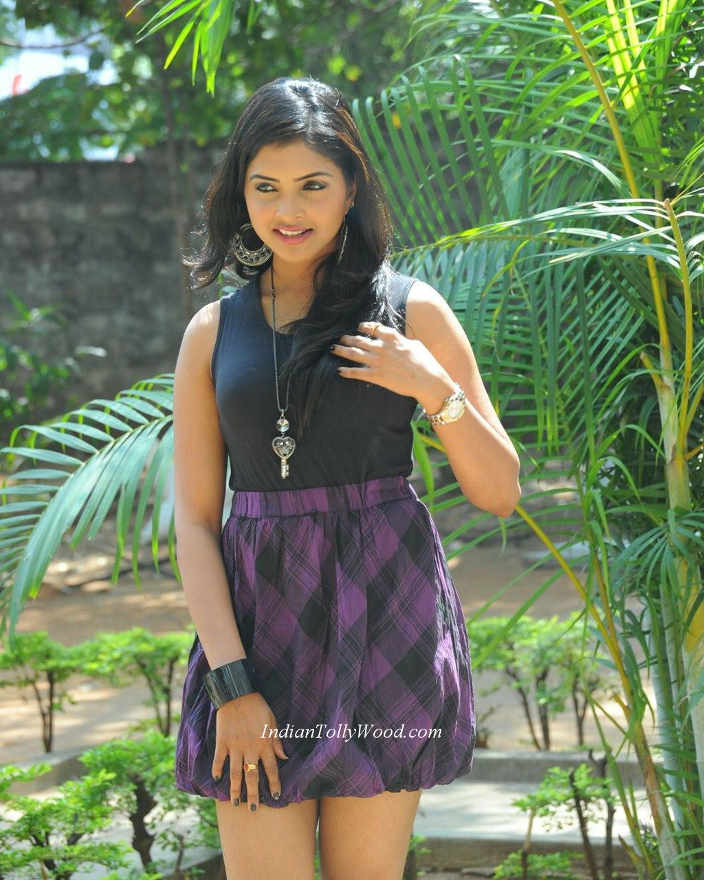 Sanchita Padukone Spicy Stills-Actress Sanchitha Padukone