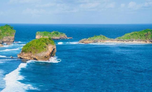 Rute Lokasi Menuju ke Pantai Peh Pulo Blitar dan Harga Tiket Masuknya