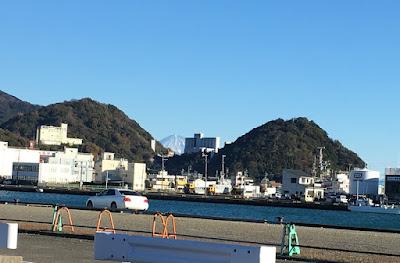 焼津港から見る富士山