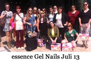 http://fioswelt.blogspot.de/2013/07/essence-gel-nails-at-home-test-blogger.html