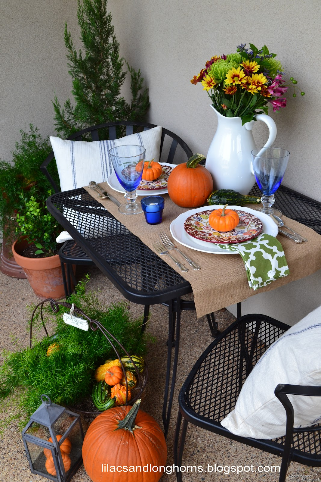 ... combine the two so I set up a little fall tablescape on my front porch. Wouldn\u0027t it be fun to cozy up here and have a little ladies lunch with a friend? & Outdoor Fall Table SettingLilacs and Longhorns