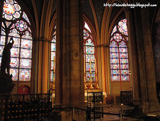 Interior de Notre-Dame, París