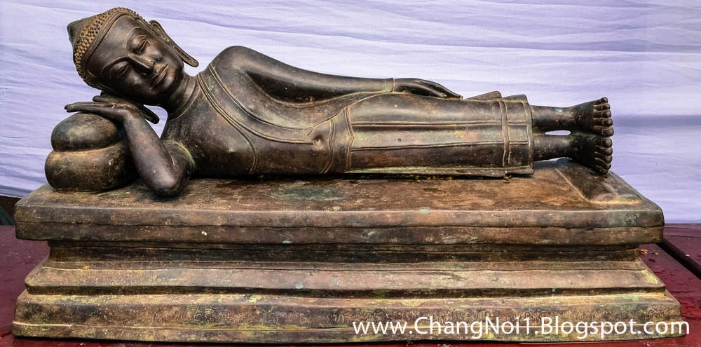 Buddha & Monk images at Pha Tak Suea in Sangkhom - Thailand