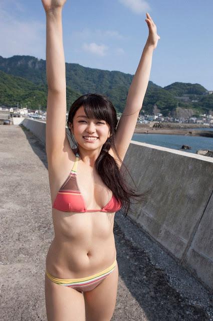 Yamachi Mari 山地まり Beach Photos 04