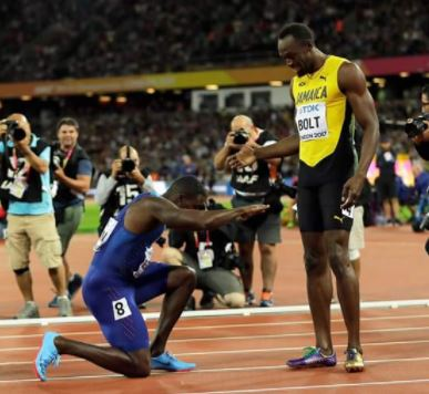 Justin Gatlin defeats Usain Bolt in the final solo race of his career and bows to him