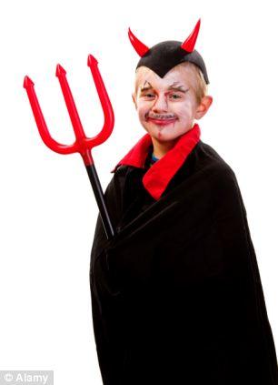 Maquillaje y disfraz de diablo muy fácil para niño