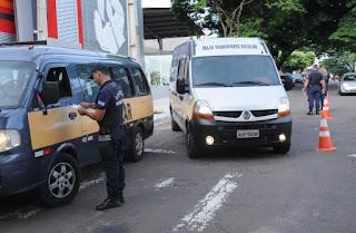 Vans escolares passam por vistoria da Guarda Municipal de Umuarama (PR) e Umutrans