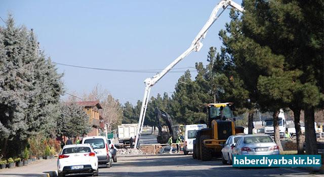 DİYARBAKIR-Diyarbakır'ın Bağlar ilçesi Batıkent ve Şehitlik semtlerinde bulunan iki hemzemin geçitte köprülü kavşak çalışması başlatıldı. Yapılacak köprülü kavşak ile demiryolu karayolundan ayrılacak.