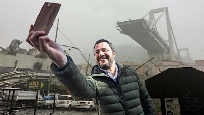 """""""Se questo è un ministro"""",   polemica social per il selfie di Salvini ai funerali di Stato a Genova."""