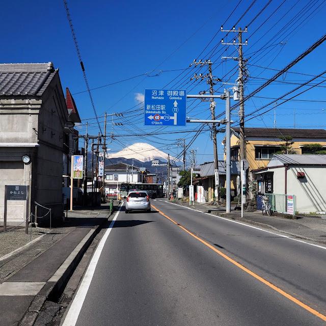 新松田駅前 富士山