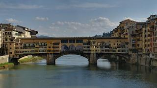 """Ιταλία: Πρόστιμο σε Ελληνίδα - Προσπάθησε να γράψει """"Η Λίνα είναι τέλεια"""" σε ιστορική γέφυρα"""
