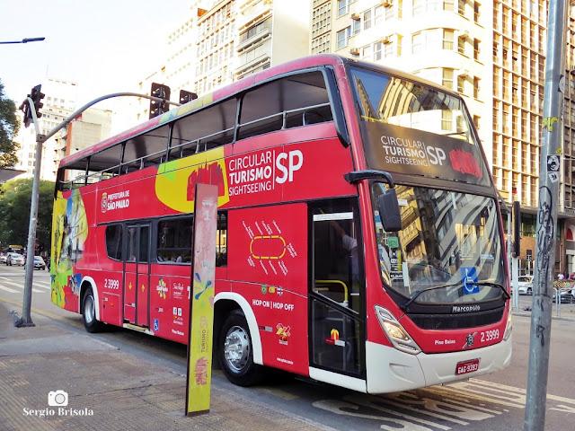 Close-up de um ônibus do sistema Circular Turismo SP - Praça da Republica - São Paulo