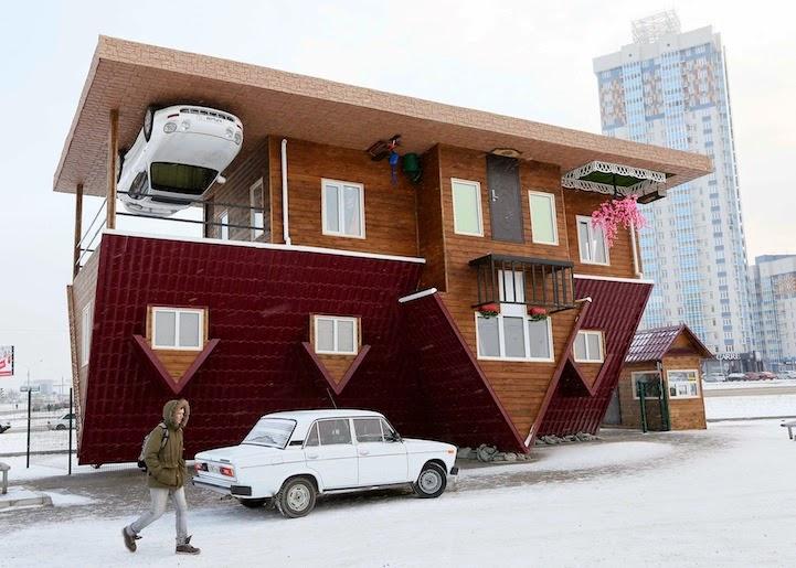 منزل مقلوب يدع زواره يسيرون على سقفه!
