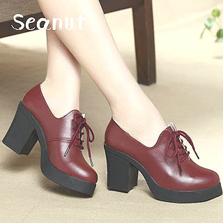 Model sepatu man shoes style untuk wanita mengikuti kegiatan kuliah