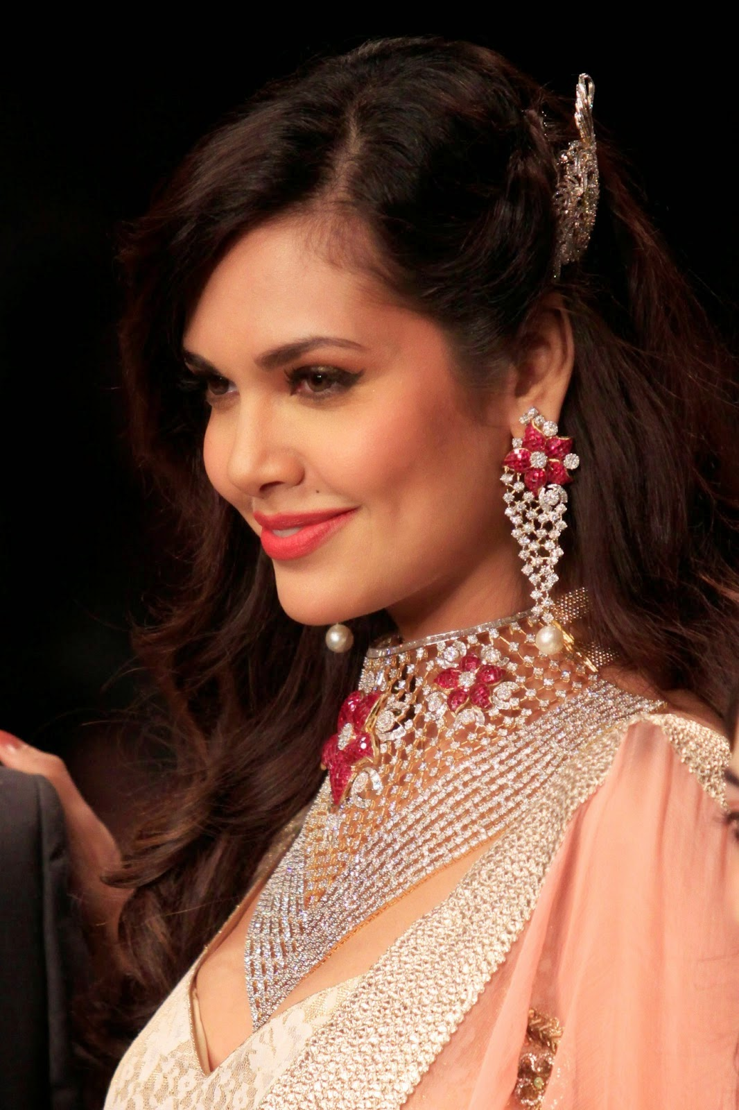 STAR CELEBRITY WALLPAPERS: Esha Gupta HD Wallpapers