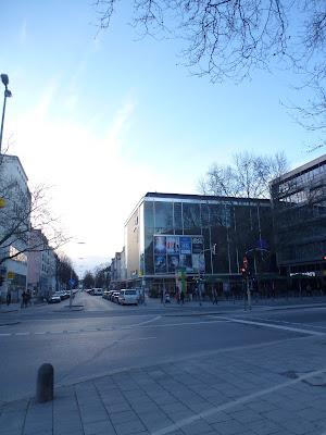 XVII - am Royal-Kino am Münchner Goethe-Platz