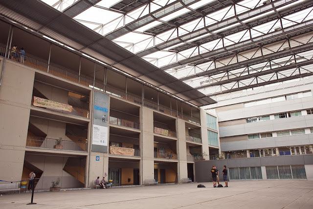 Физический факультет Университета Барселоны