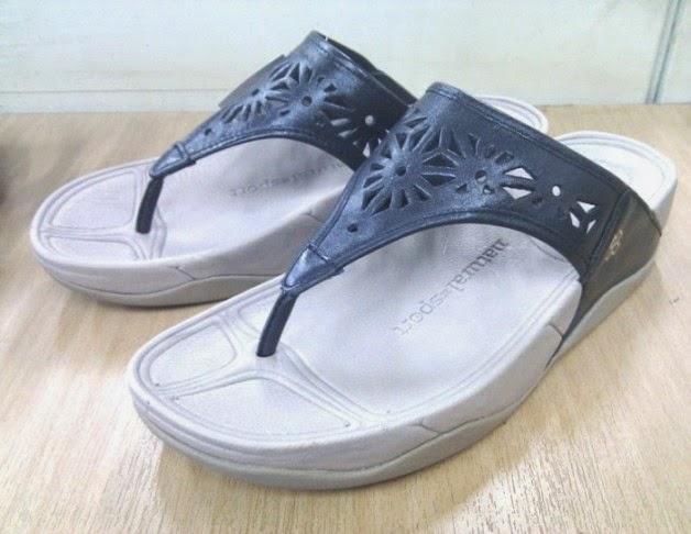 รองเท้า naturalizer