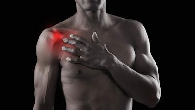 肩膀的活動範圍非常大,但同樣的也讓肩膀容易受傷(肩夾擠症、發炎) 除了動作的操作技術不純熟外,肩膀的排列、部份過緊或過弱的肌肉都是造成肩膀痛的原因之一。