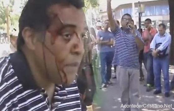 Predicador es agredido en un paque
