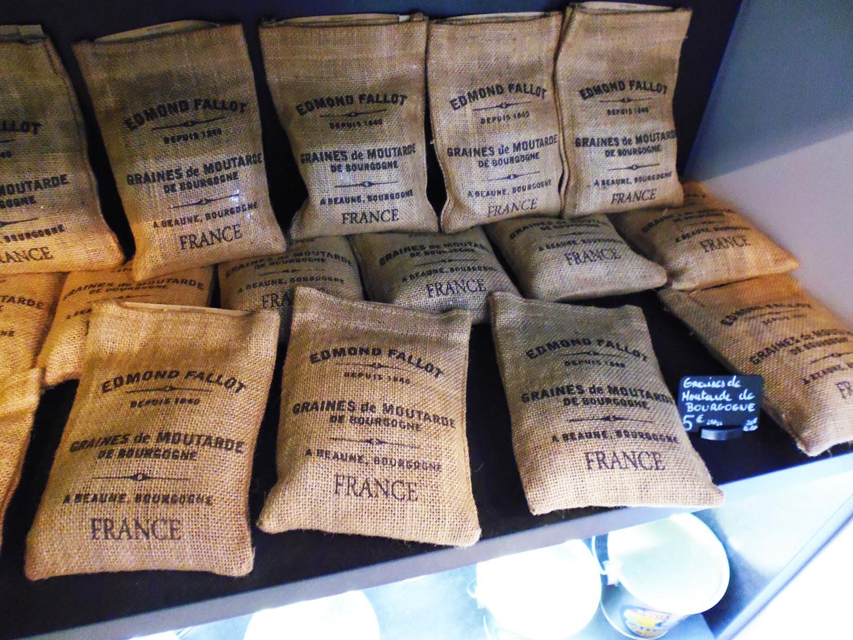 Petits sacs de graines de moutarde de Bourgogne