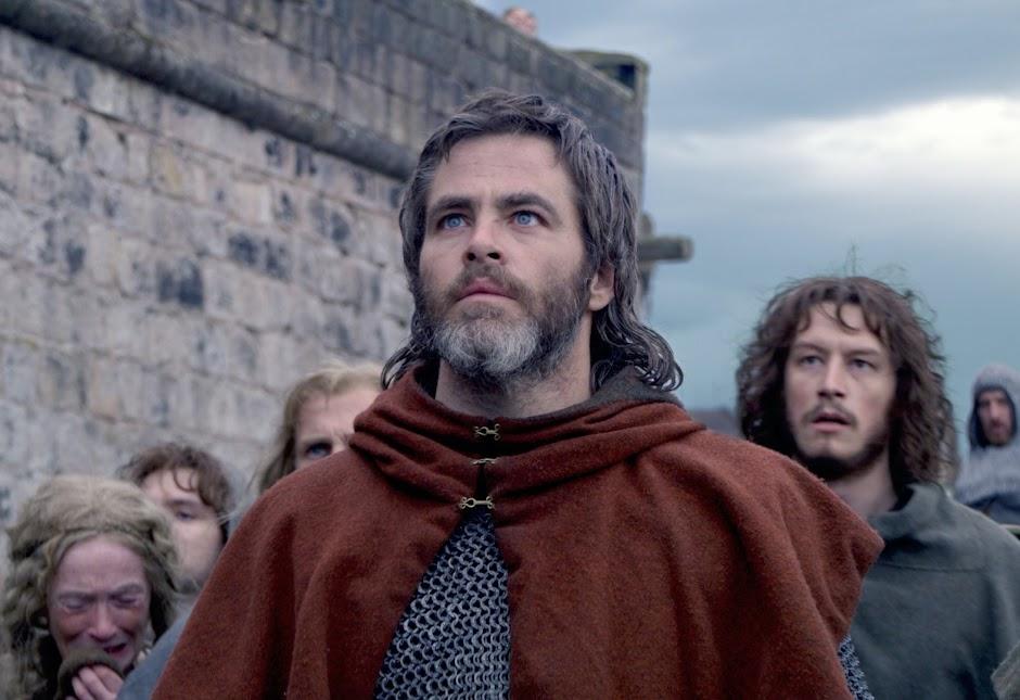 """Chris Pine lidera uma guerra contra a Inglaterra no trailer de """"Legítimo Rei"""""""