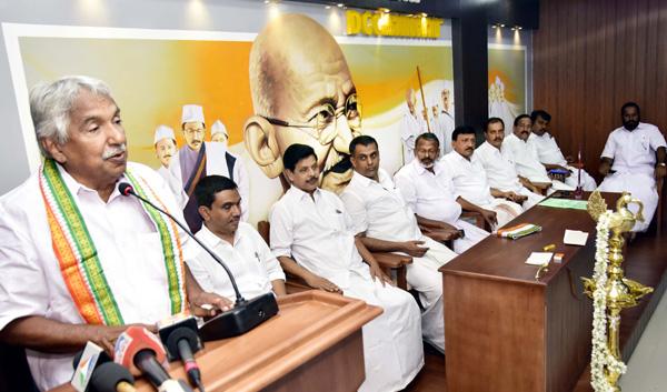 Kerala, kasaragod, News, Oommen Chandy, Narendra Modi, AICC, Politics, Oommen Chandy against Modi
