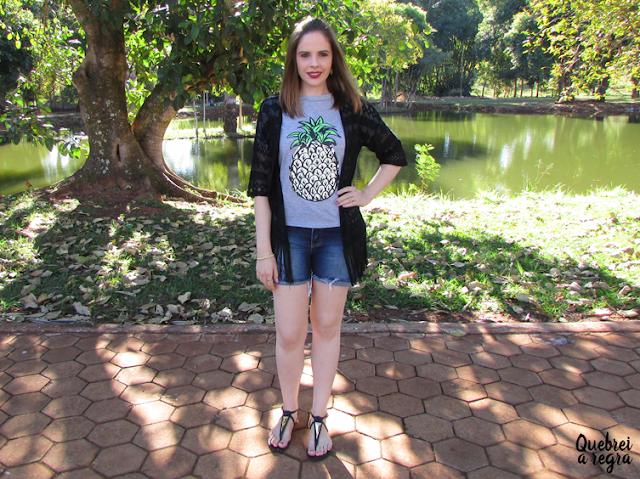 Look do dia: T-shirt de abacaxi com kimono preto