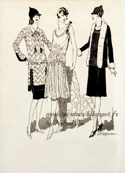 555c97a1781 De gauche à droite   Robe de broché ivoire bordée de créneaux brodé de  cuivre