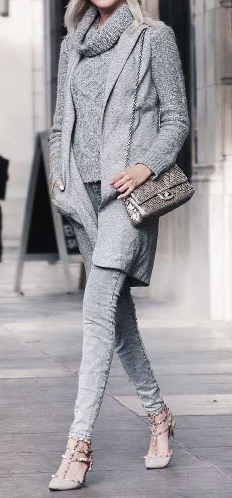 all grey everything: knit + bag + skinny jeans + heels