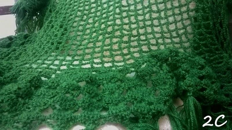 Chal de crochet de punto de red en verde