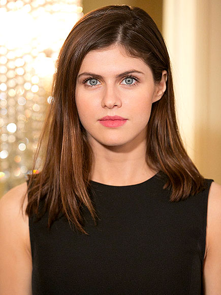 alexandra-daddario-simple-look