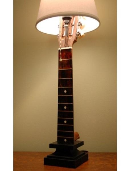 Lampu dibuat dari gitar akustik