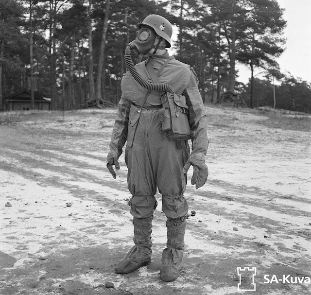 A soldier shows off gas attack equipment. After 1940, Finnish forces were able to buy arms and equipment from Germany, eventually cooperating to battle the Soviets together.