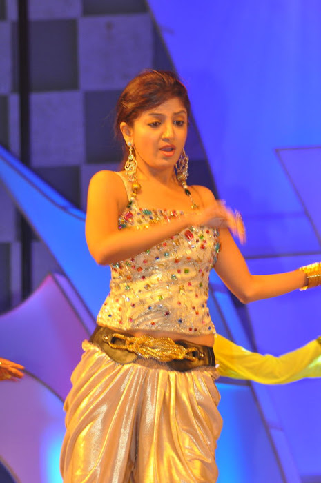 poonam kaur new dancing at paruchuri brothers feliciated by tsr, poonam kaur new hot photoshoot