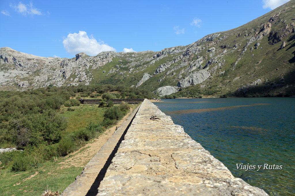 Muro de contención del Lago del Valle
