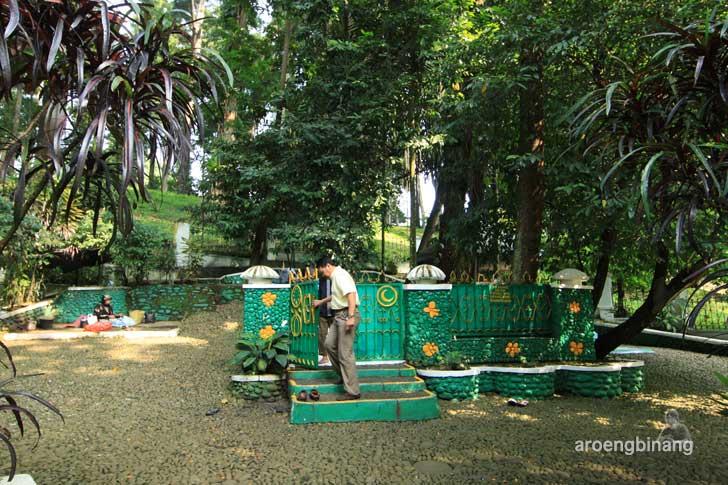 makam ratu galuh mangku alam kebun raya bogor