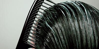 ترطيب شعركَ الجاف والعناية به بعد الاستحمام