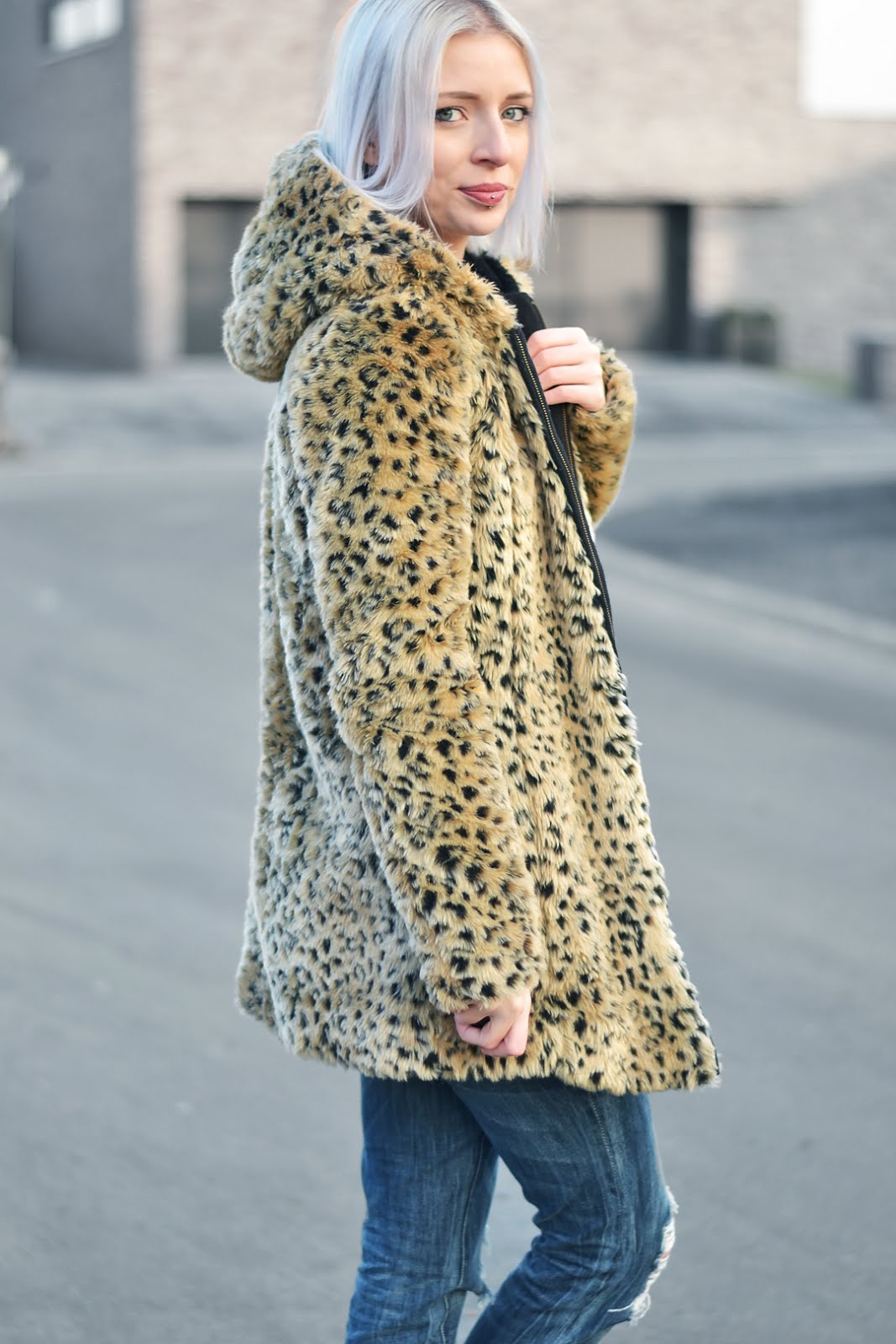 Turn it inside out, ootd, leopard coat, faux fur, ripped denim, primark, boyfriend jeans, cos shoes, white sole, wool jumper, casual, fashion blogger, belgian mode blogger, belgische