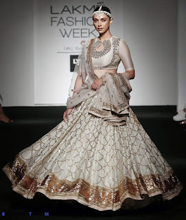 Aditi Rao Hydari Looks Captivating As She Walks The Ramp At The Lakme Fashion Week 2016