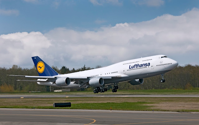 lufthansa boeing 747-8i during takeoff