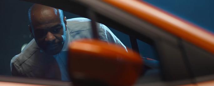 Modello Nuova Nissan Micra pubblicità disegnato a prima vista con Foto - Testimonial Spot Pubblicitario Nuova Nissan Micra 2017