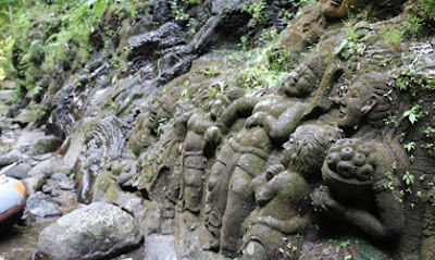 Ukiran Patung Yang Berada Di Sungai Ayung Bali