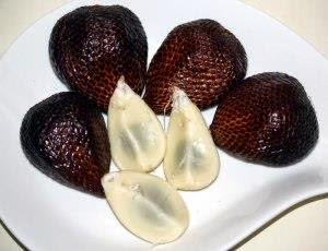 Buah yang dalam Bahasa Inggris  disebut snake fruit ini ialah salah satu buah meja yang  Jangan Anggap Remeh Buah Salak, Ini Khasiatnya