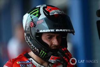 Dari tim Ducati, Lorenzo mengalami mimpi buruk. Pembalap Ducati tersebut telempar di posisi ke-22 terlambat hampir 2 detik dari Dani Pedrosa.