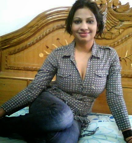 Filmy duniya gossips wallpapers indian home girls ass for Desi home pic