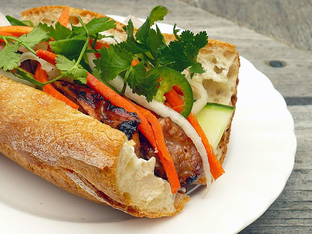 "What makes ""Banh mi"" of Vietnam different from worldwide sandwich? 1"