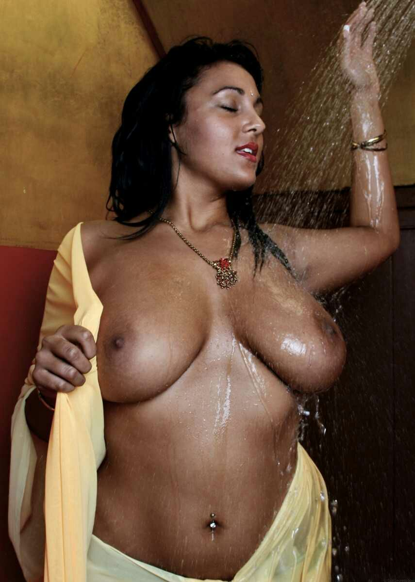 Mallu Big Boobs Anty Taking Bath With Shaower Pictures -4009
